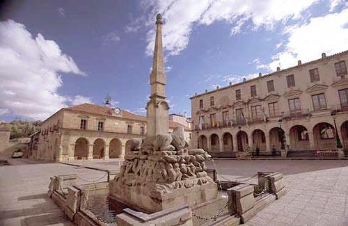 Imagen de la Plaza Mayor de Soria, en cuya provincia se encuentra Puertas Norma Doors