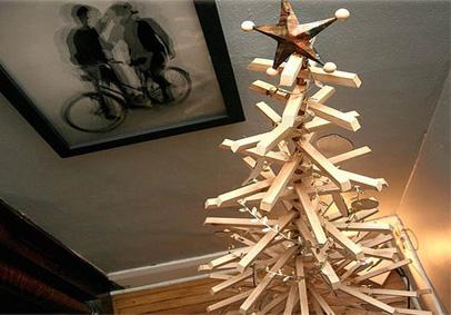 Arbol-de-navidad-con-listones-de-madera